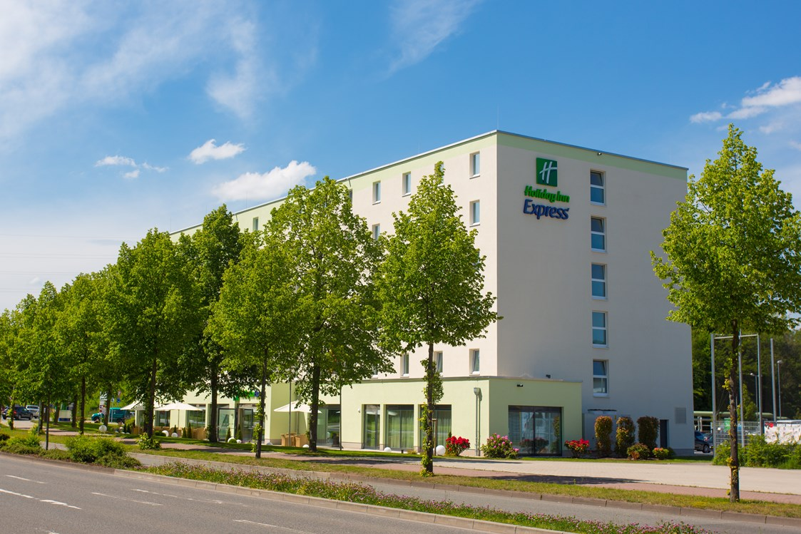 Mountainbikehotel: Außenansicht  - Holiday Inn Express Neunkirchen