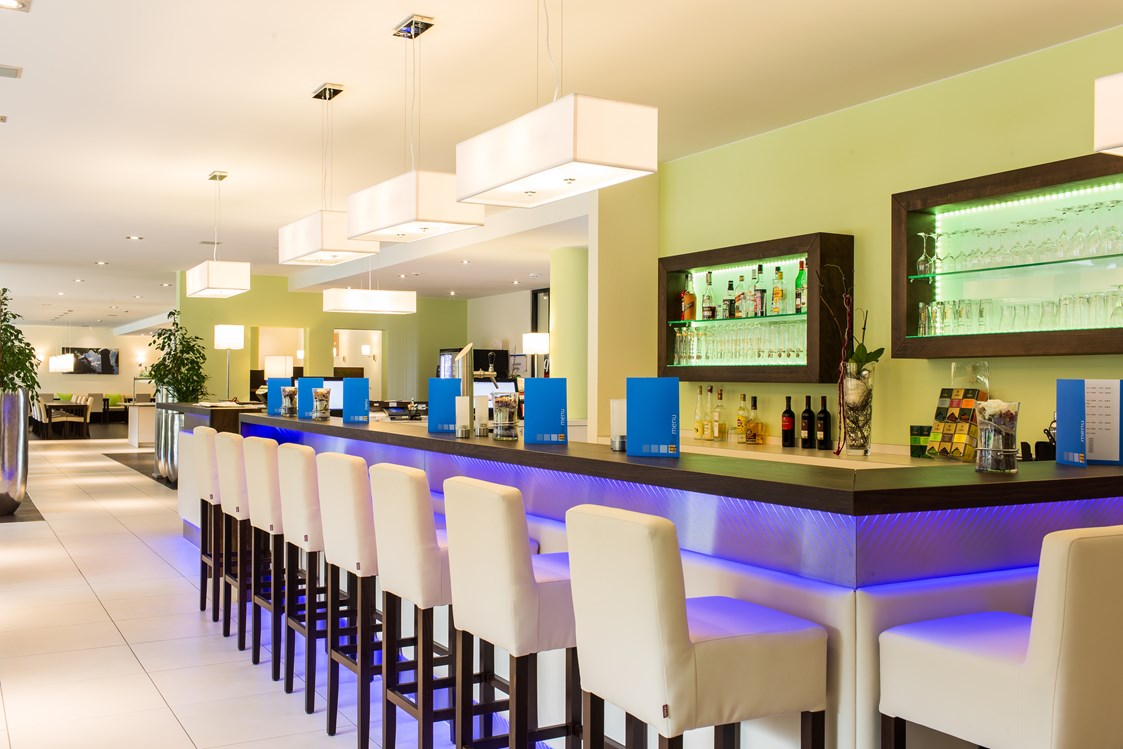Mountainbikehotel: Bar - Holiday Inn Express Neunkirchen