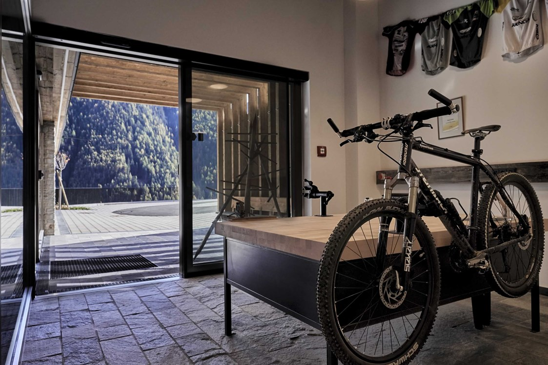 Mountainbikehotel: Radkeller mit Werkbank - The Peak Sölden